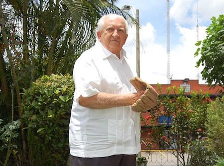En 1959: Enrique Capechi deja sin hits al Policia de Caracas, poncha a 9 y el Interdencia Naval gana 4 a 0 al quedar campeón del AA caraqueño.