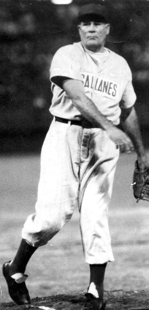 """En 1946 Alejandro """"Patón"""" Carrasquel permitió 6 hits al Venezuela y Magallanes ganó 5 a 2 el primer juego de la LVBP."""