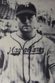 En 1954, el zurdo norteamericano Bill Taylor batea 3 cuadrangulares e impulsa 7 carreras para que los Navegantes del Magallanes derroten a los Leones del Caracas 10 a 2.