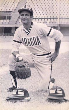 En 1980 Víctor Davalillo de Tigres de Aragua, estableció un récord al conectar 100 hits en una temporada.