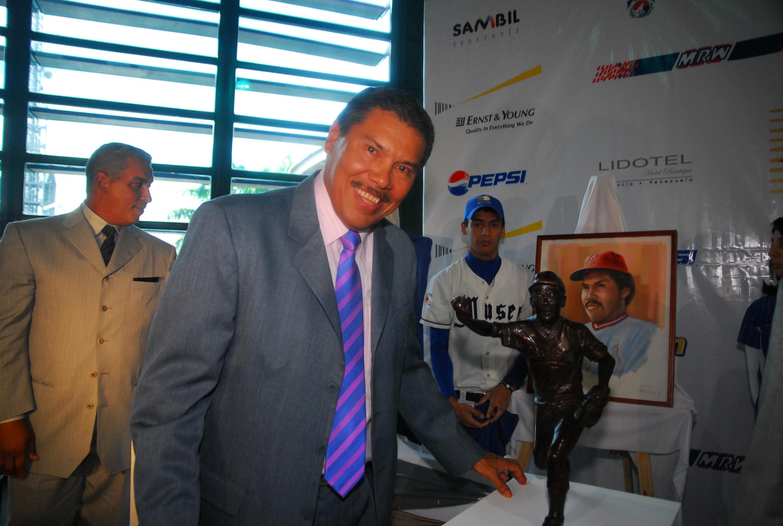 En 1951: Nace en El Tigre-Edo Anzoátegui uno de los lanzadores con más de 50 triunfos y 50 salvados en la LVBP, Luis Aponte. Miembro del Salón de la Fama del Béisbol Venezolano Clase 2010.