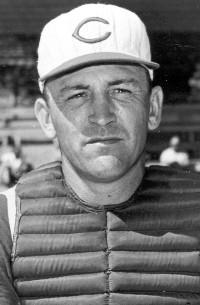 En 1965, Ed Bailey, de los Cachorros, remolcó 8 en un partido. Bailey jugó para Pastora y Valencia. Fue líder empujador con los pericos (42).