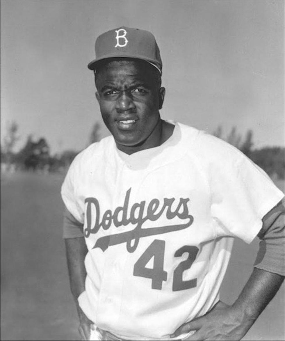 En 1947 Jackie Robinson debuta con los Dodgers de Brooklyn, siendo el primer negro en las Grandes Ligas. Jugó en Venezuela en diciembre de 1945 con Estrellas de las Ligas Negras.