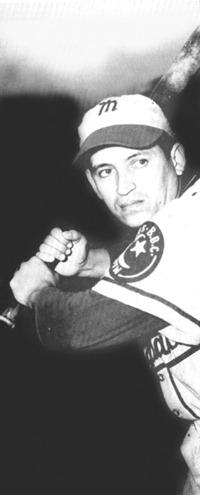 En 1951: Jesús Chucho Ramos, left fielder del Gavilanes, concta jonrón con las bases llenas y Pastora se queda en el terreno con score de 5 a 4.