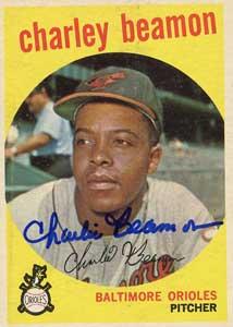 En 1957 El pitcher Charles Beamon batea Grand Slam como emergente en el octavo inning y los Leones derrotan al Valencia 9-8.