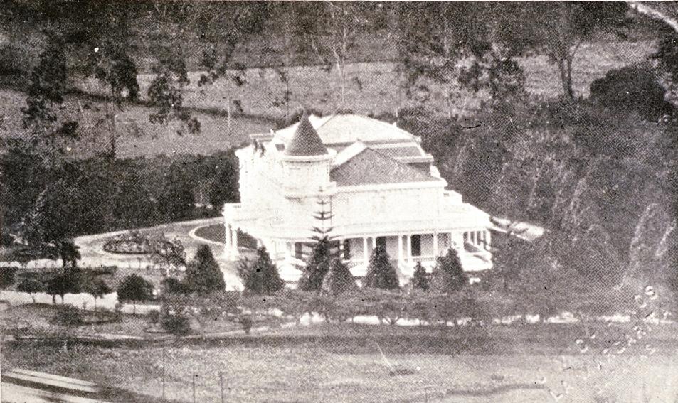 En 1902 por iniciativa del Caracas BBC se construye en El Paraíso, el segundo estadio con tribunas en Caracas.